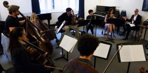 A day of composers, collaborators and inspiration: Stage two, with the Longbow team, working on David Gorton's fantastic 'Lachrymae Variations', which we will record tomorrow-with Aisha Orazbayeva. Alice Barron, Sara Cubarsi, Annabelle Berthome Reynolds, Malcolm Allison, Shulah Oliver, Evie Heyde, Carter Callison, Ulliac Whelan, Diana Mathews, Salomé Rateau, Midori Komachi, Preetha Narayan.https://www.sheppardskaerved.com/2014/08/the-exchange-project-distributed-creativity-as-artistic-strategy-david-gorton-and-peter-sheppard-skaerved/