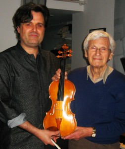 21st Ma 2013:Now this is what it's all about. A regular audience member at SOUNDBOX, Harry Green, has been making a violin for 6 years. Today, he brought it in, and I was able to use it to give the modern premiere of Anders Heyerdahl's 'Nissespel'. That's what's all about for me-real inspiration from my audience, fascinating music from the 19th Century, and a new fiddle to show me new vistas of colour! A new violin should always be applauded-it/and Harry, were!