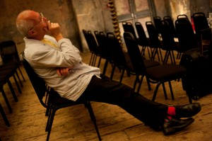 Michael Finnissy listening to the Kreutzers rehearsing his completion of Grieg's Piano Quintet. London 2009. Photo; Richard Bram