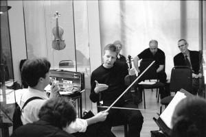 Improvising with Roger Redgate, London 2004. Paul Patterson & Howard Skempton listen. (Photo-Richard Bram)